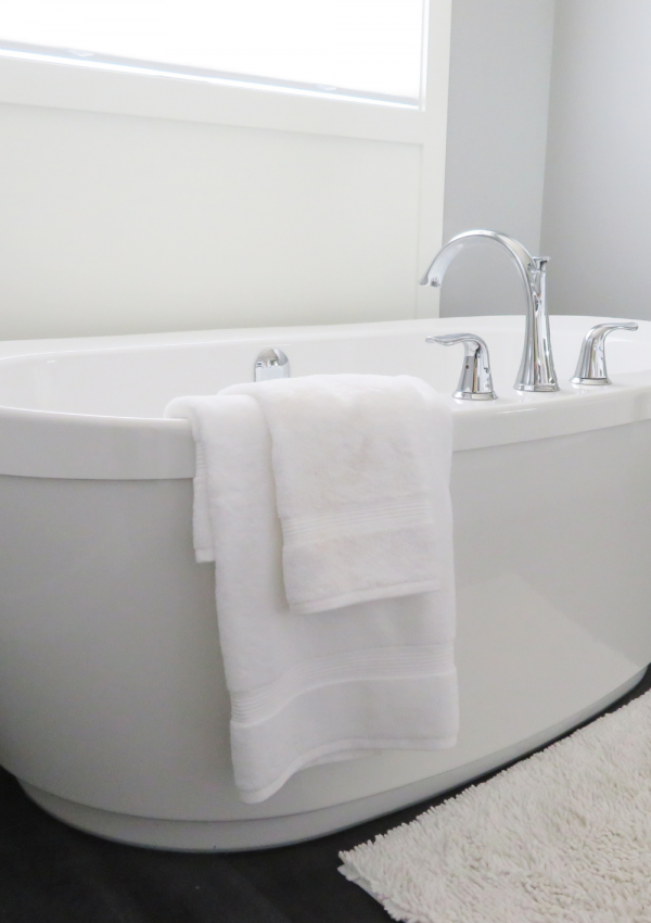 How to Clean Your Bathtub from Deep Stains